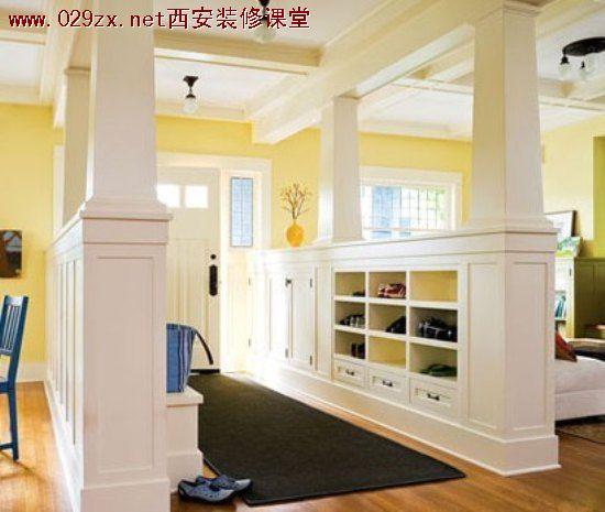 客厅隔断   客厅隔断搭配TIPS:展示柜和收纳柜都是既有实用价值又有装饰价值的空间分隔物。其实用价值表现在它能陈放各种杂物、书籍、艺术品,其装饰价值来源于它的分格形式和做工的精巧。     客厅隔断   客厅隔断搭配TIPS:用家具作为隔断,可以达到一石二鸟的效果,家具不仅为成为了玄关的隔断,同时也发挥着其本身应有的功能。案例中的木质展示架,由旁侧的客厅区域延伸而出,上方摆放的摆件同时为玄关以及客厅作了装饰。     客厅隔断   客厅隔断搭配TIPS:展示柜和墙体的结合。两者融合在一起形成了厨房和