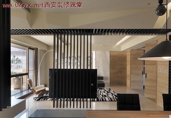 分享几个我很?#19981;?#30340;台湾设计师的作品,他们对于电视墙的处理都很赞: 1.台湾隐巷设计:  160平的房子,为了让整屋光线更通透,打掉了大部分的非承重墙。保留的这一部分是经过计算保留,作为与后面的?#20171;矯子?#38899;室以及开放式厨房、餐厅三个功能区的隔?#24076;?#20063;让眼睛有落脚点,个人认为设计得大方、稳重又不沉闷,非常棒。 2.